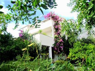 Charming apartment JOJO A4 with terrace, 100m sea, Makarska