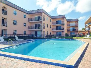 Luxury Ocean Front Condo/Sleeps 8!, New Smyrna Beach