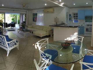 CocoVilla, Luxury 3 bed Villa in Gated Community, Porters