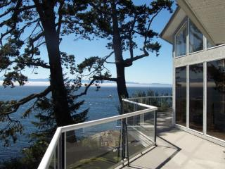 Magnificent Oceanfront, Beautifully Furnished, Victoria