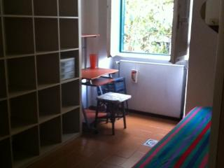 Cozy furnished room in shared apartment, Rome
