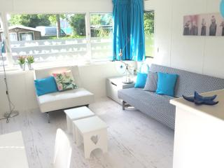 Newly decorated; 5p, garden, wifi, pool, sports, Makkum