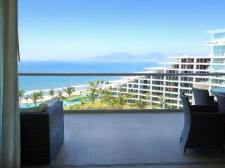 8th Floor Oceanfront Luxury Condo