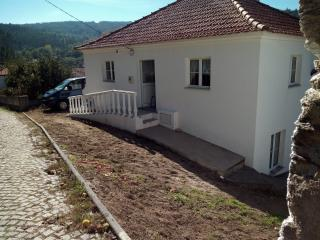 Pombeiro da Beira secluded 3 bed cottage, Arganil