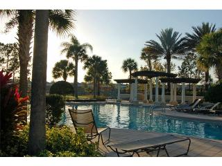 3 Bedroom Condo at Windsor Hills Resort with a Balcony, a Pool and Slide, 2 miles to  Disney