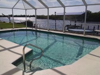 Lakefront pool home. Near gulf beaches