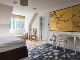 onefinestay - Millfield Lane apartment, London