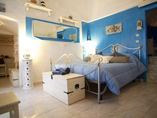 IL NIDO AZZURRO: Blue Nest In the Hearth of Vieste