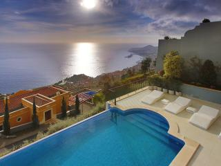 Villa Martin with private heated pool, Funchal