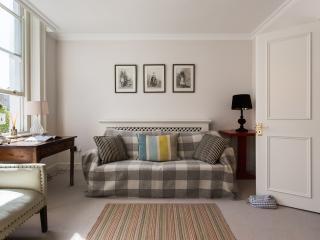 onefinestay - Moreton Street apartment, Londra