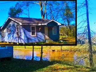 Waterfront Cabin Lodging, Lafayette