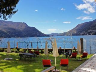 PRIVATE BEACH - SWIMMING - BBQ -  Villa Paradiso, Pognana Lario