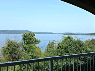 Table Rock Lakefront condo near Branson, Hollister