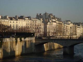 Ile Saint-Louis luxurious 1BDR fits 5, Paris