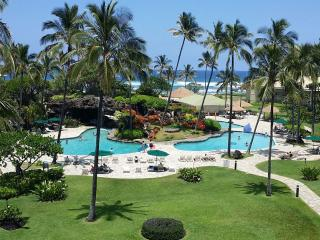 Ocean View Top Floor Luxury Suite at Fun Tropical Kauai Beach Resort with Pools, Lihue