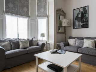 onefinestay - Powis Gardens III apartment, London