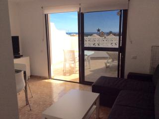 ocean view and wide terrace, renovated and quiet, Costa Calma