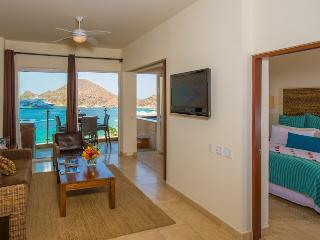 Cabo San Lucas : Two Bedroom Executive Suite, Almond