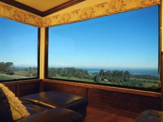 A COTTAGE WITH A VIEW AT TUDOR RIDGE, Kallista