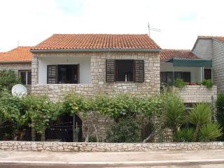07401SUPE  A1 Gornji(4+1) - Supetar
