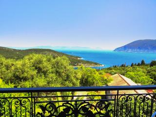 Sunny house w/furnished terrace - 400m from beach, Fiscardo