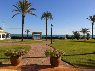 Beachside villa in Pueblo Blanco, Javea - a short stroll to the Port