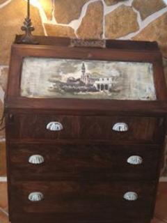Detalle mueble antiguo dormitorio.