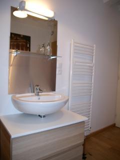 Salle de bain avec douche de 90 x 90 cm
