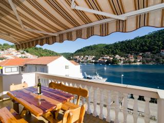 Apartments Kuzma - Four-Bedroom Apartment with Terrace and Sea View, Ciudad de Curzola (Korčula)