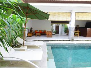 Bright comfy private two-bed Villa very near beach