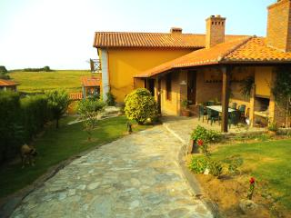 Precioso chalet con jardin porche y barbacoa, San Vicente de la Barquera