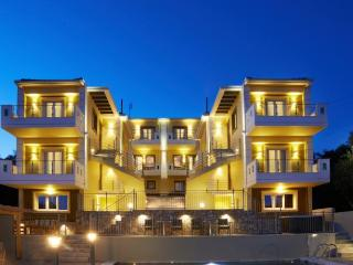 Residence with Sea View and Private Balcony, Kastrosykia