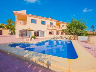 VILLA LINA: 11 bedrooms, private pool, bbq, wifi, Calpe