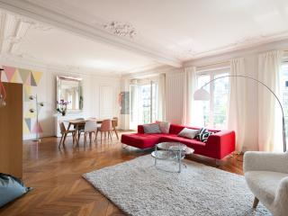 One Fine Stay - Boulevard des Batignolles III apartment, París