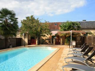 LES PALMIERS: IN SARLAT, LOVELY STONE HOUSE WITH POOL SET IN LARGE GATED GARDEN