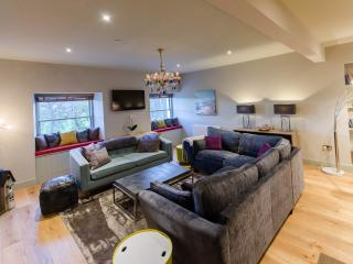 Stunning 3 br duplex apartment central Perth