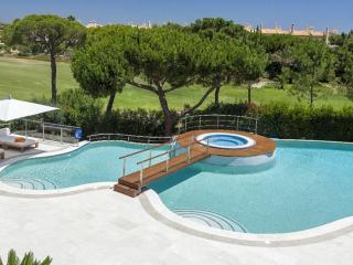 Luxury 5 bedroom  villa located in Quinta do Lago, Loulé