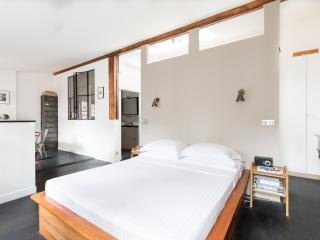 onefinestay - Rue Bessières private home, Parijs