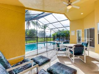 Single-level house w/ private pool & hot tub near Disney! Snowbirds welcome!