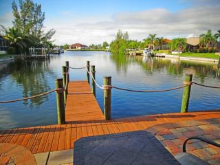 Gulf access pool home with Southern exposure!!!, Cape Coral