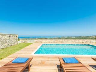 Family friendly modern villa with private pool, Rethymnon