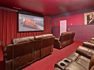 AtleisureVilla- 8Bed rooms,5 Kings, Home Theater., Davenport