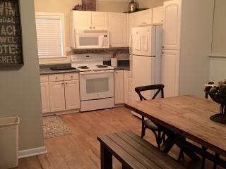 Walk to Beach-Washer Dryer-Newly Renovated-Sleep 6, Hilton Head