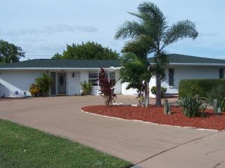 Quiet, clean and comfortable 2 BR, 2 bath private tropical house with pool.