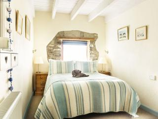 Solva Holiday Cottage for 2 - double bed