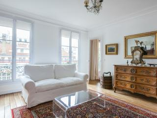 One Fine Stay - Rue des Martyrs V apartment, Paris