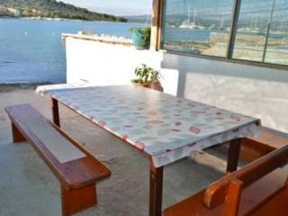 Apartments close to the sea, Betina