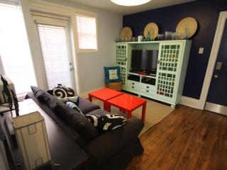 Own washer/dryer/dishwasher, Sleeps 4, Super-Clean, Ottawa