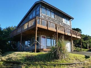Three-story home w/gorgeous ocean views. Walk to everything!, Manzanita