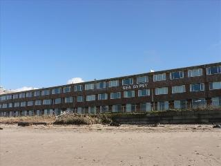 Sea Gypsy Condo Ground Floor-Right on the Beach, Lincoln City